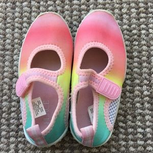 Children's Place size 7/8 rainbow water shoes